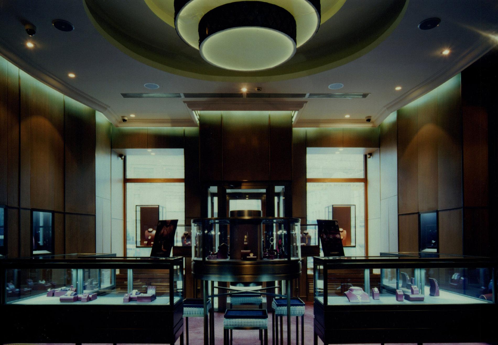 Белое золото 18 карат новинка  эти изделия настолько яркие не только благодаря своему необычному дизайну, - впечатляет и сочетание драгоценных камней, которыми они инкрустированы: нержавеющая сталь, розовое золото 18 карат.